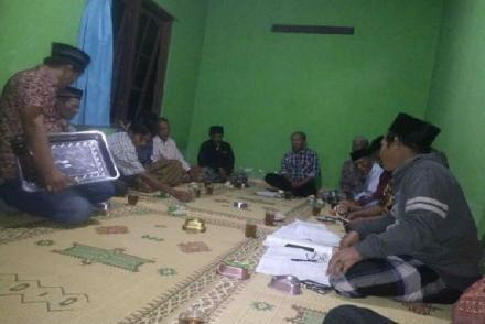 Ibu - Ibu Mewarnai Pertemuan Rutin Rt 04 Dusun Krekah