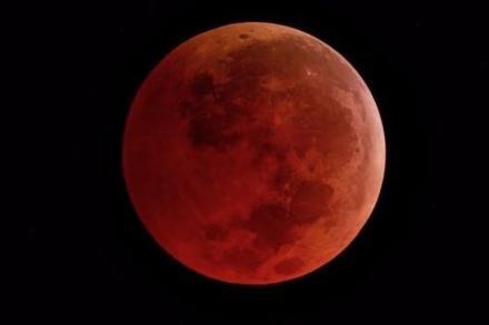 Salat Sunnah Gerhana dan Mitos Tentang Gerhana Bulan yang Melegenda
